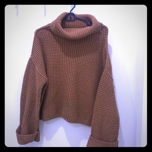 Comfy Free People crop/turtle neck sweater